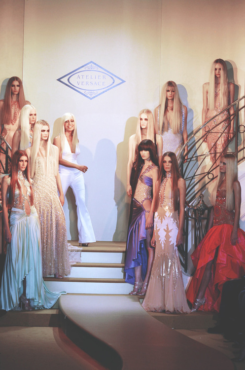 atelier versace s/s 2004, donatella walking out for the finale