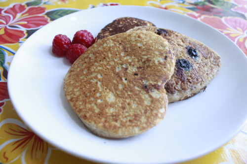 Sunday morning: Blue&Raspberry Pancakes with Blueberry & Honey Sirup! yuuum!  Blueberries are loaded with vitamin C and they are a good source of manganese, fiber and contain substances with antioxidant properties! so dig in!