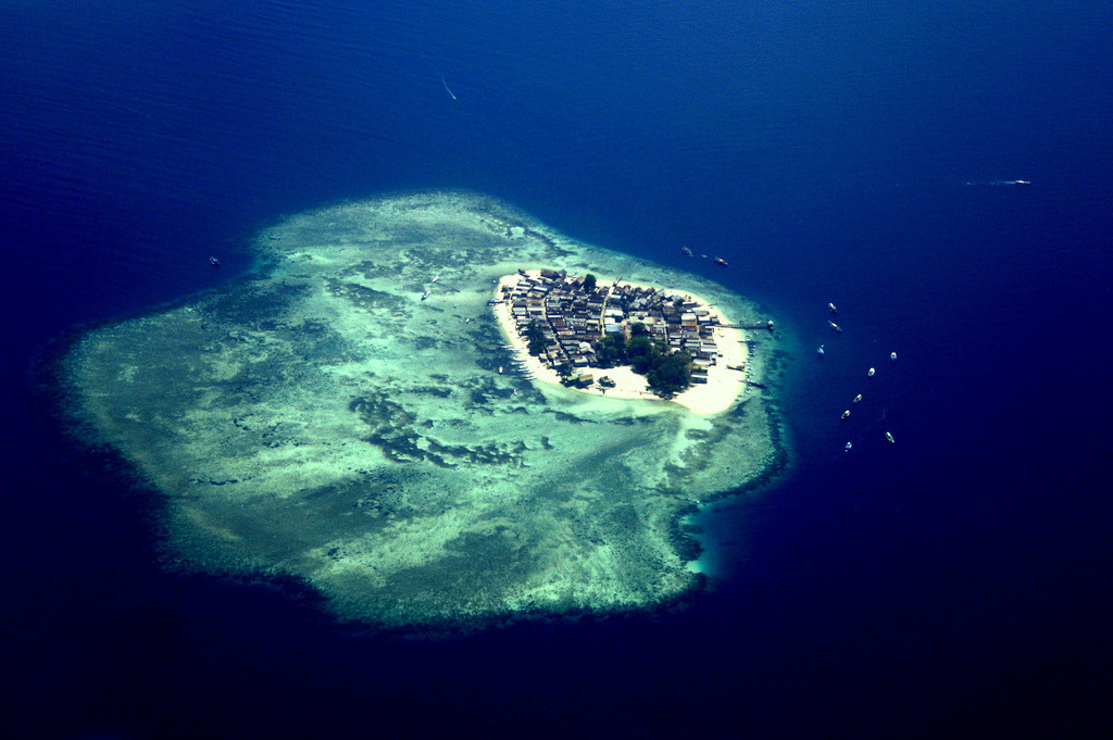 travelingcolors:  Tiny Island near Makassar | Indonesia (by Farl)