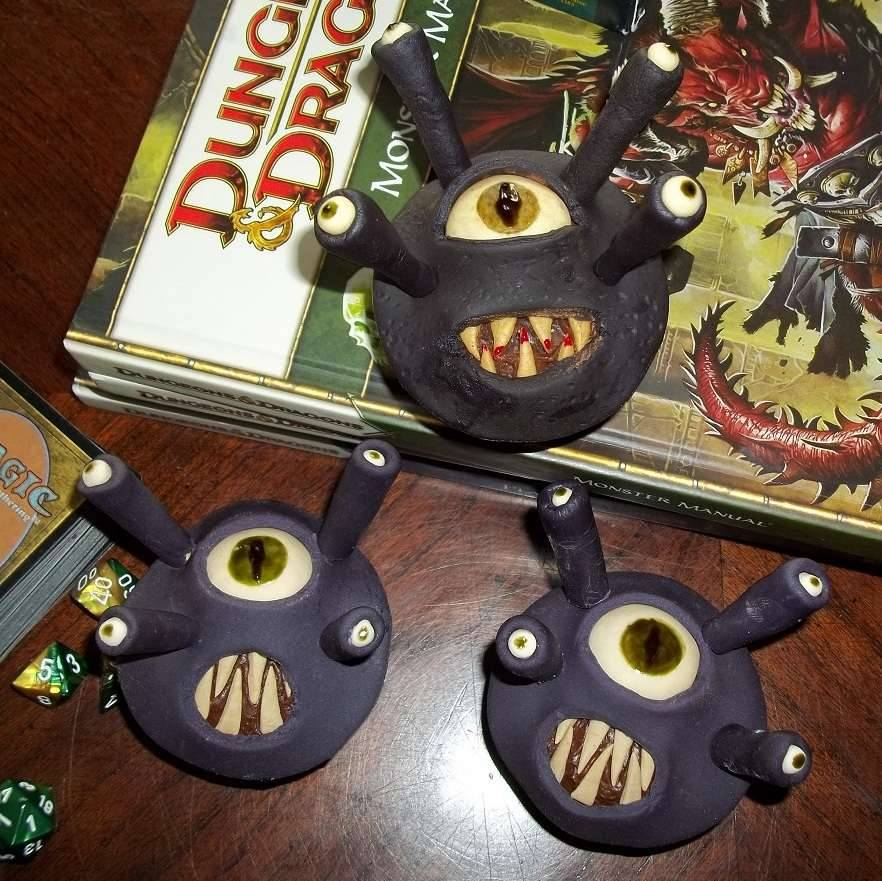 nerdycookies:  That is a creepy-ass cupcake for sure.  (via Beholder Cupcakes)