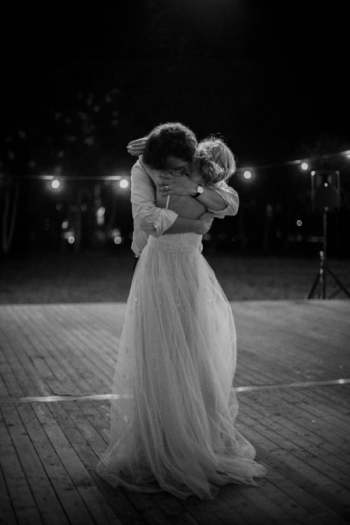 seaembraces:  photo from Dana Rogoz's whimsical wedding. more here