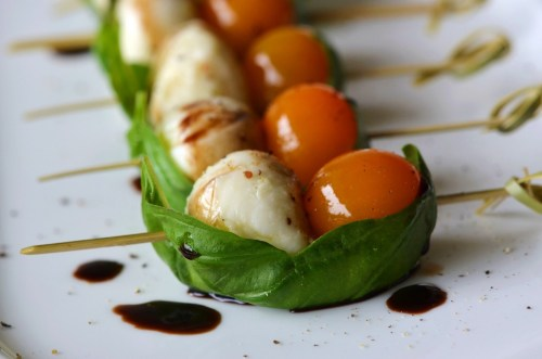 tango-mango:  Cherry tomatoes with fresh mozzarella wrapped in basil leaves A light drizzle of Balsamic vinegar, a sprinkle of kosher salt and fresh-ground pepper, and you're done.   I've done this before, except I also put a piece of toasted french bread rubbed with garlic and lightly drizzled with olive oil between the tomato& mozzarella.  :)