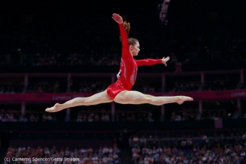 olympics:  Jennifer Pinches (GBR) competes on the beam