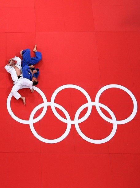 wrestlingisbest:  66kg Pawel Zagrodnik of Poland (white) and Masashi Ebinuma of Japan