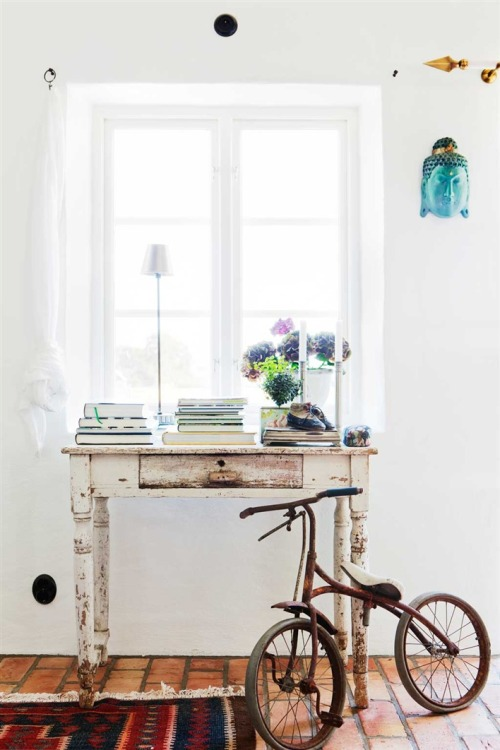 bright vintage space for the desk