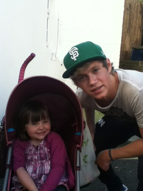 Niall and @XAlexOsmanX baby sister yesterday