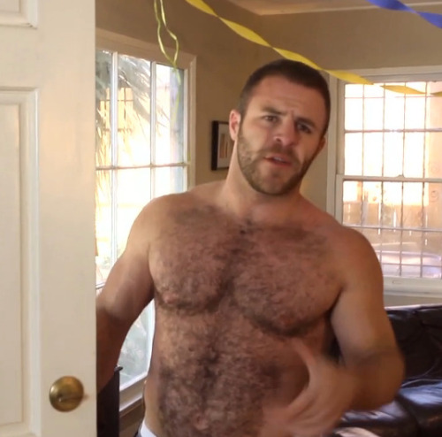hot4hairy:  haus-o-ass:  WOOF  Ian Parks (Hot Toddy - Where the Bears Are) http://wherethebearsare.tv   H O T 4 H A I R Y  Tumblr |  Twitter | Email HAIR HAIR EVERYWHERE!