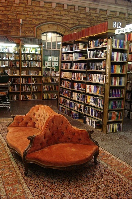 That sofa in the bookoasis is too comfy to be next to the thrillers section.