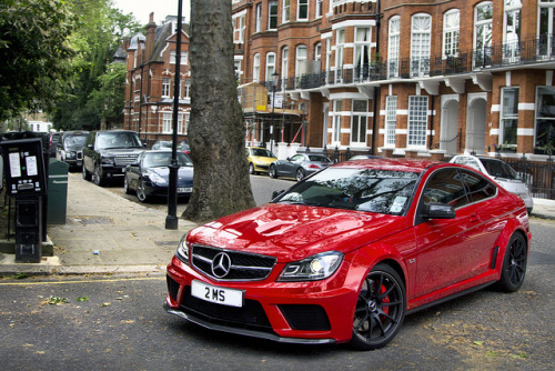 1u3zzy:  Black Series. by Alex Penfold on Flickr.
