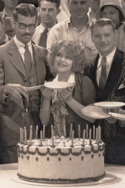 clarabowarchive:  Piece of Cake ☆ Birthday girl Clara Bow (b. July 29, 1905) celebrates with director Frank Tuttle, co-star Ralph Forbes and the crew on the set of Her Wedding Night (1930) ☆  DAT FACE.