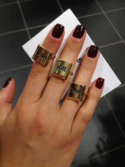 Dope nails of the day ;) But heavy bonus points for the keyboard rings!