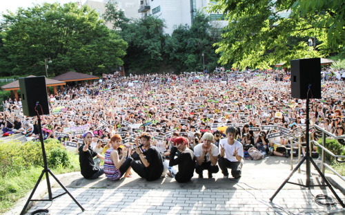 fkyeahfnworld:  120729 BEAST for Inkigayo Mini Fanmeeting uwaaaaww b2uties awesome ^0^