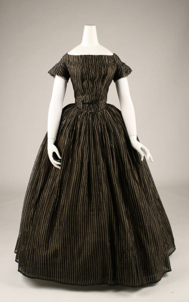 costume-and-construction:  Amazing 1840s mourning dress at the Met Museum of Art.