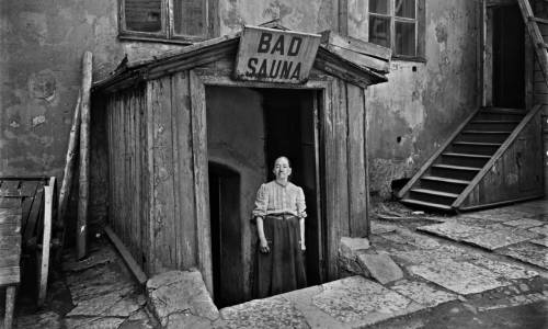 zolotoivek:  Sauna on Mariankatu, Helsinki, 1913. Photo by Signe Brander.