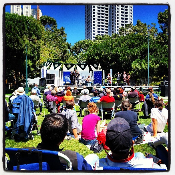 Free concert  (Taken with Instagram at Yerba Buena Gardens)