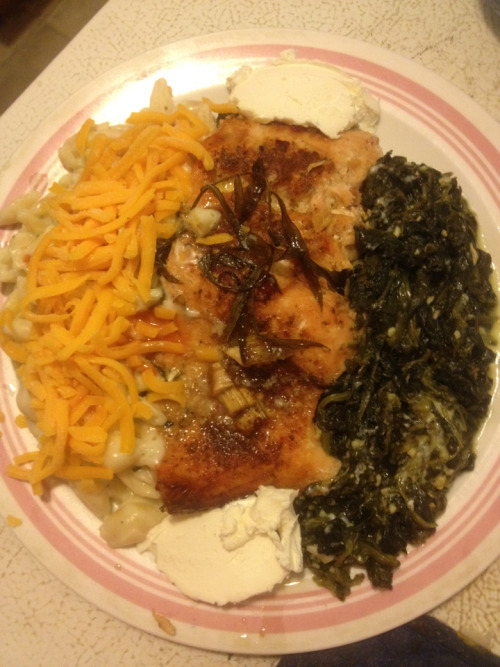 Tonight's meal is cream & garlic pasta with fresh baked salmon & spinach. I feel lighter & healthier with my fish diet. It actually cost less than being on a meat diet! Yum! For more great meal ideas & lifestyle tips check out Fromgirltogirl's website www.fromgirltogirl.com and like us on Facebook for daily news & deals ( www.facebook.com/fromgirltogirl )!