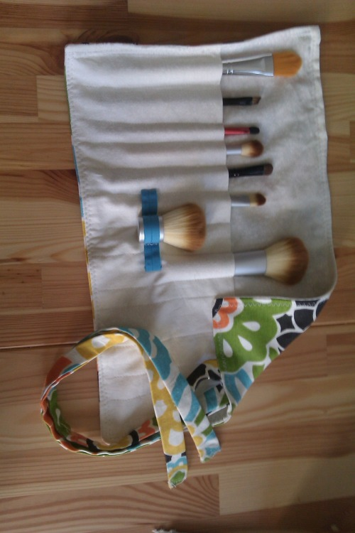Sunday DIY: travel makeup brush roll!