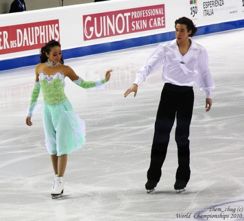 Cathy Reed and Chris Reed's Golden Waltz compulsory dance costumes at the 2010 World Championships.