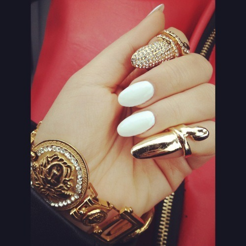laapuf:  White,Gold,Golden nailpolish,Nailpaint,Fashion,Chic - inspiring picture on PicShip.com