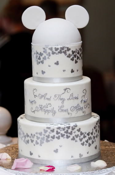 kaizokumandy:  This will be my wedding cake ^^ Tough what anyone thinks lol