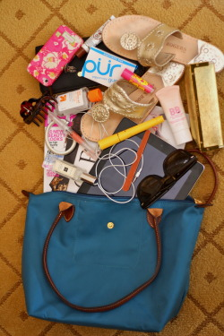 yousavemeandiwillsavetheday:  What's in my Longchamp?