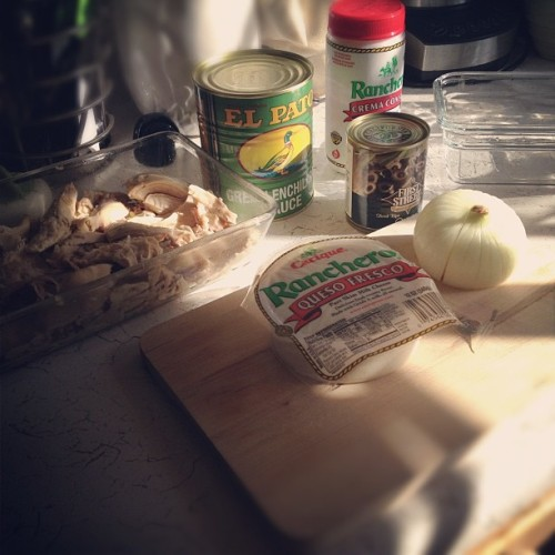 The ingredients for #enchiladasverdes: #onion shredded #chicken #blackolives #cacique #ranchero #quesofresco and #cremaconsal #onion and #elpato green #enchilada #sauce #cbias #sfsmarties #socialfabric #smartandfinal #foodie #nom #homechef  (Taken with Instagram)