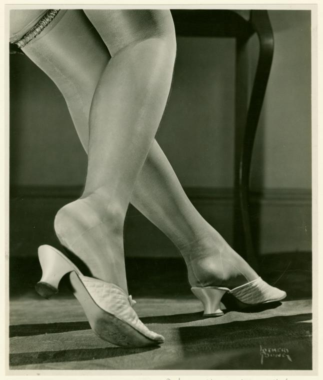 hollyhocksandtulips:  Stockings, 1927