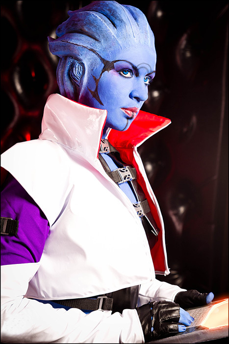 fuckyeahbiowarecosplay:  Aria T'Loak from the Mass Effect series  Cosplayer: love-squad Photographer: love-squad