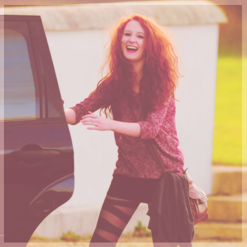 cosmicjanet:  27/100 photos of Janet Devlin (+)