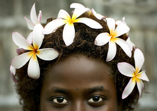 Bougainville girl and frangipan headress - Papua New Guinea (by Eric Lafforgue)