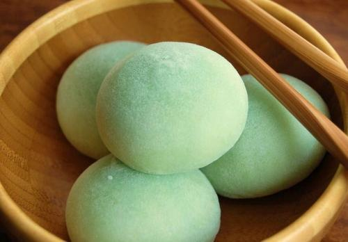 tttrrroolliinngg:  Mochi. Second favourite ice cream.
