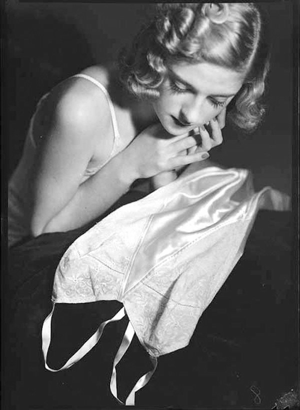 lauramcphee:  Model for Berlei lingerie, c1938 (Clifton Firth)