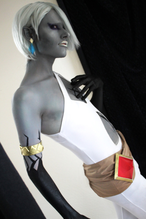 Sylar's Ghirahim finally!  AGHJGBDKF— this costume was so hard to do. Ridiculously hard, and we were honestly on the verge of just dropping it completely. ITS SO BADLY MADE!! And it barely lasted the photoshoot — and it still needs so much help. Seriously never again are we doing a last minute patch job like Ghirahim….  Oh well.