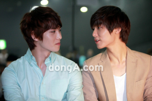 these two boys are too much to handle TT__TT CNBLUE Jonghyun and Minhyuk at AOA showcase