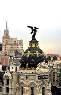 chicaylin:  travelingcolors:  Metropolis Building, Madrid | Spain (by javier1949)  i love spain
