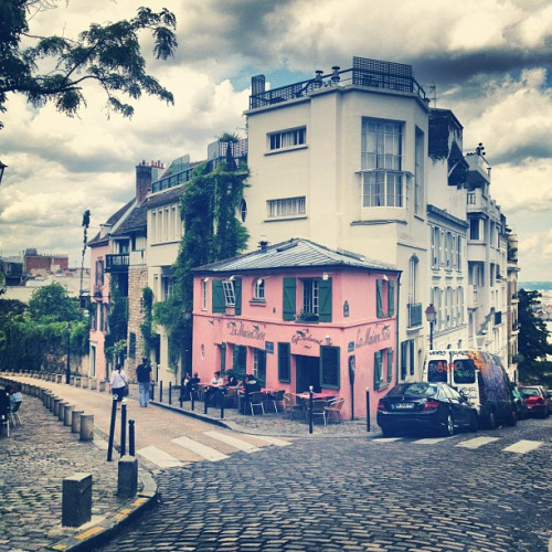travelingcolors:  La Maison Rose, Montmartre, Paris | France (by Bee.girl)  And if you walk down that street about 50meters you find yourself at a vineyard… La vie Parisienne is also la vie de paysage!