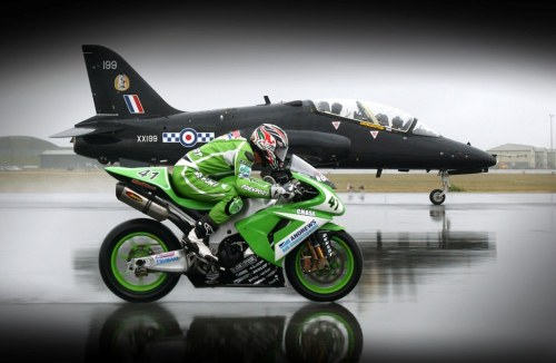 I would like to race next to a jet with my 06 ZX-10R too!