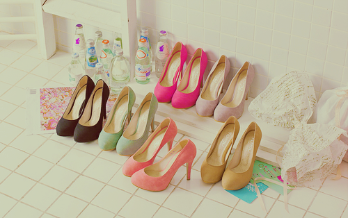 Plain colored heels are perfect… for everything!