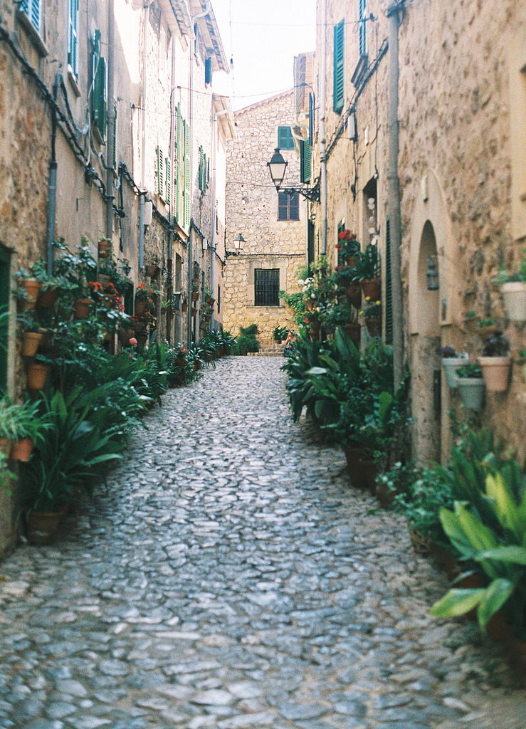travelingcolors:  Valldemossa, Balearic Islands | Spain (by lorena*arance)