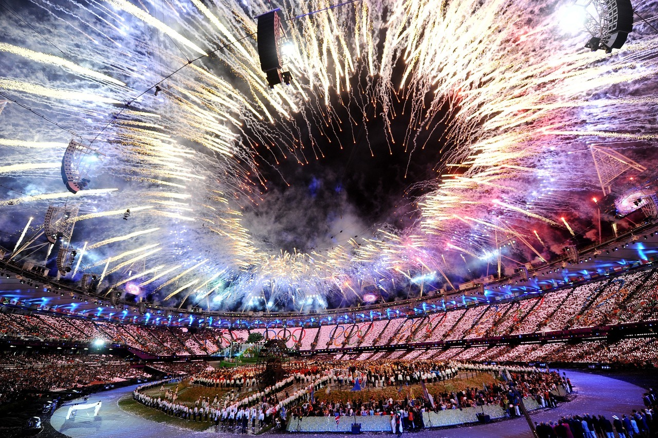 gettyimages:  Amazing: General view as fireworks illuminate the sky during the Opening Ceremony of the London 2012 Olympic Games at the Olympic Stadium on July 27, 2012 in London, England. Photo by: Laurence Griffiths/Getty Images