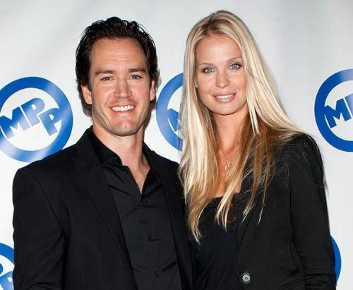 Bad news for all you Zach Morris fans, but Mark-Paul Gosselaar is now married! Click for more!