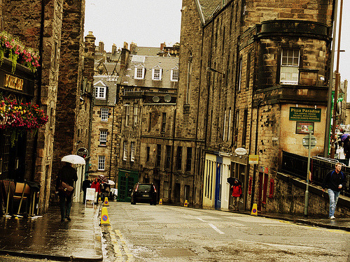 bluepueblo:  Rainy Day, Edinburgh, Scotland photo via besttravelphotos