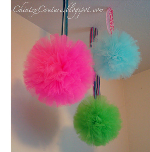 diy tulle pom-pom tutorial! click the image :D
