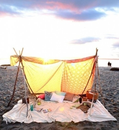Beach camping   http://pinterest.com/pin/77335318571844111/