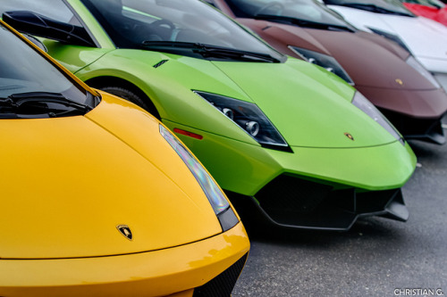 wellisnthatnice:  Gallardo vs. Murcielago by v4voodoo on Flickr.