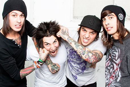 La banda Pierce The Veil ha anunciado su nueva tour de los EE.UU. con el apoyo de Sleeping With Sirens, Tonight Alive! y Hands Like Houses.  Los días todavía no están anunciado.