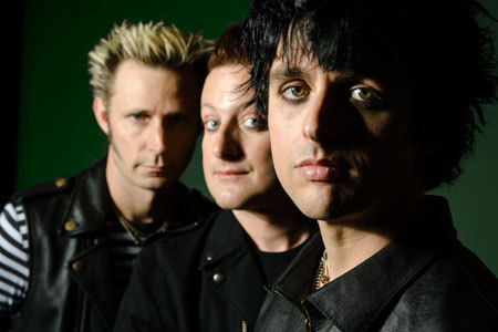"NUEVO VIDEO MUSICAL: Green Day - ""Let Yourself Go"" (VIVO) Haz 'click' al foto para verlo."