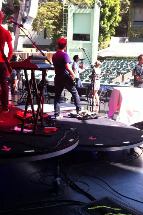 Jason Farol : Sound check at the Hollywood bowl!! So glad to see team Kelly again!!!! :)