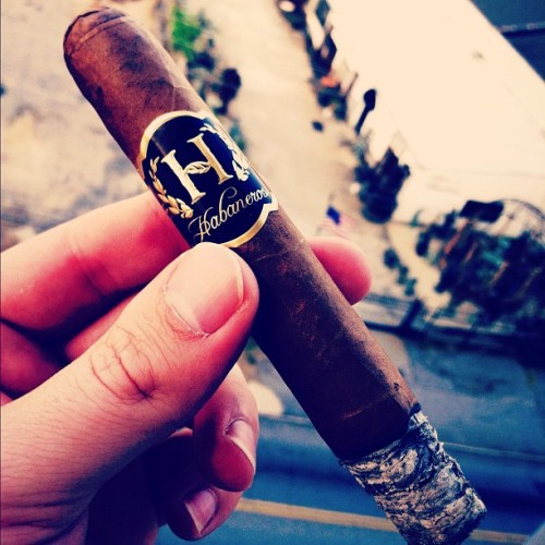#Habanos #Robusto Series C  ~ #mild / #smooth #cigar w/ #Cuban #tobacco seeds ^ #Connecticut #wrapper ^ #Nicaraguan #filler ^ 2-4yr #aged + #triplecap (Taken with Instagram at White Provision Residences)