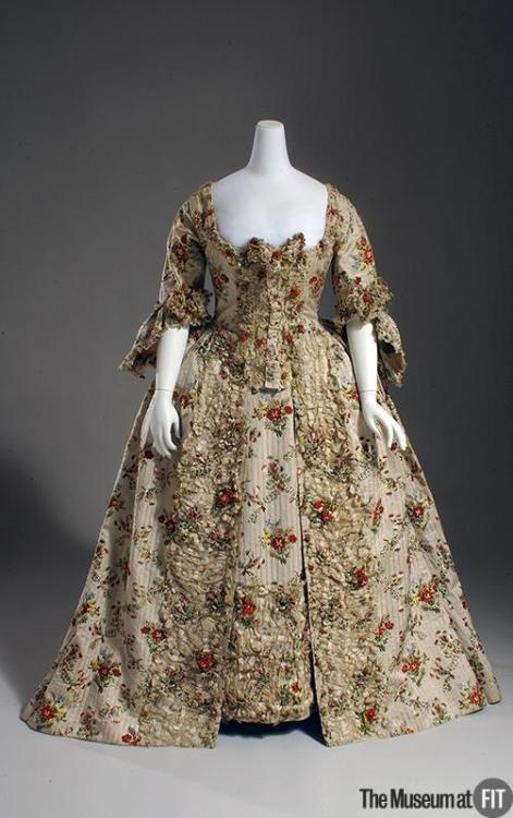 omgthatdress:  Robe à la Française 1755-1760 The Museum at FIT